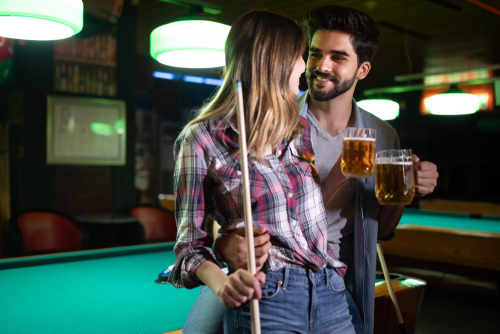 Couple,Drinking,Beer,And,Playing,Snooker,On,Date